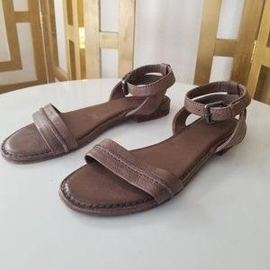 Frye Phillip Seam Ankle Strap Leather Sandal 9